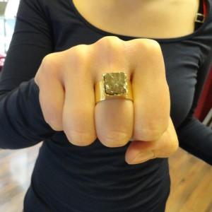 ring-goud-pyriet-vierkant-004