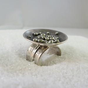 ring-zilver-schotel-balletjes-001