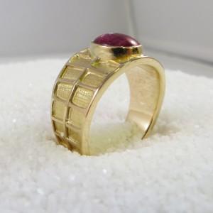 ring-goud-raamwerk-robijn-001