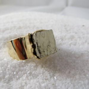 ring-goud-pyriet-vierkant-002